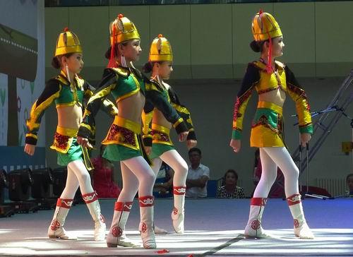 蒙古小孩摔跤图片图片展示下载;