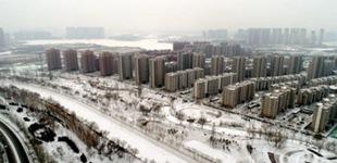 明升88初雪亦妖娆        明升88迎来入冬以来的第一场雪,虽然不大,但宛如一层朦胧的薄纱,将整个城市装点得银装素裹……