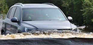 车辆涉水后二次启动受损?保险公司可能拒赔
