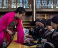 女子手有残疾学会刺绣        开培训班免费教乡亲