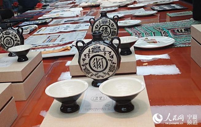 """""""丝路西夏""""首批文创产品展在宁夏大学展出"""