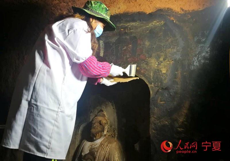 <b>宁夏须弥山石窟壁画百年来首次进行修复保护</b>
