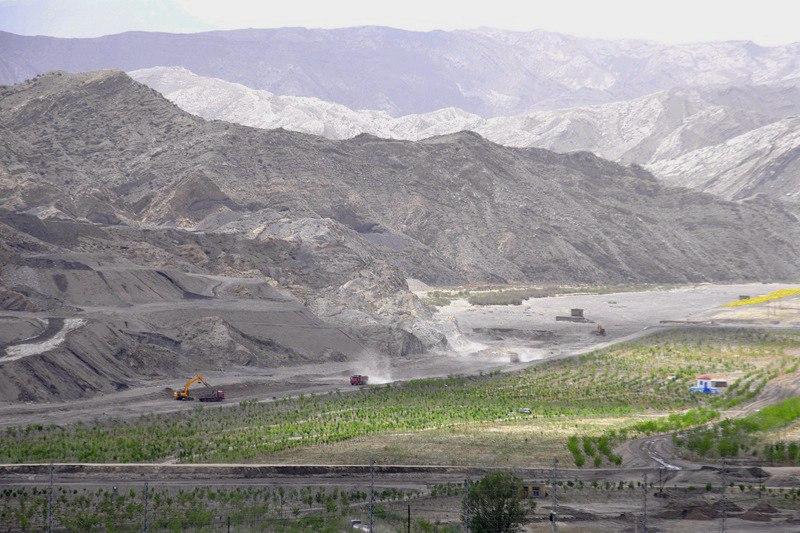 贺兰山大蹬沟环境修复施工现场。吴隆重 摄