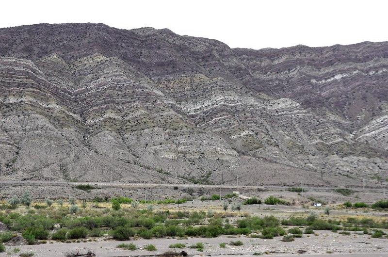 生态环境恢复中的贺兰山。吴隆重 摄